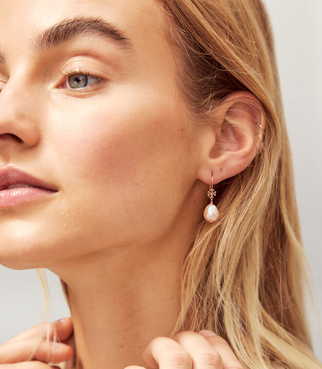 LOGO PEARL DROP EARRING | 104 | Drop Earring