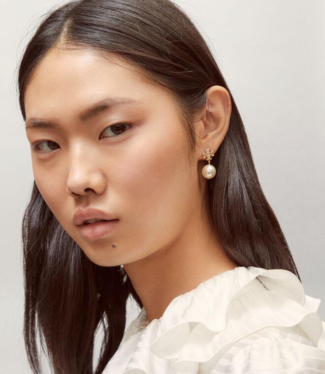 CRYSTAL PEARL LOGO DROP EARRING | 783 | Earrings